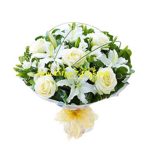 Лилия - 4 шт. Роза сортовая - 5 шт. Эустома - 5 шт. Берграс. Эвкалипт пестролистный. Эвкалипт сизый. Упаковка сизаль, лента декоративная. Диаметр букета около 42 см, высота около 35 см.
