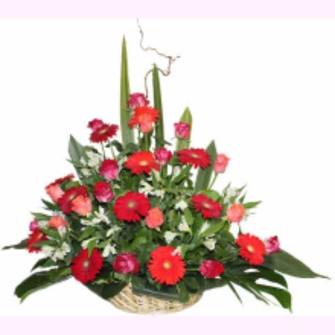 """Корзина из цветов """"Женская радость"""""""