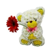 Медведь из живых цветов с герберой