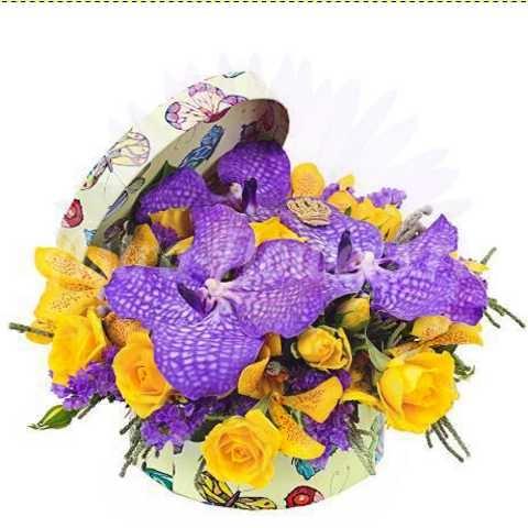 """Доставка цветов в Челябинске цветы в коробке """"Яркий привет"""""""